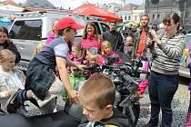 Dny města Bruntálu 2015. V pátek se na nich představili také bruntálští policisté. Policejní psovodi například předvedli ukázky zadržení pachatele.