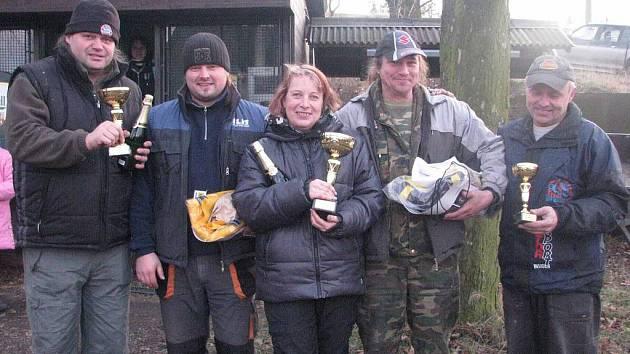 Medailisté v kategorii Standard. Uprostřed Hudečkovi, vpravo Petr Stanovský.