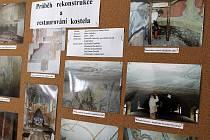 Snímky z rekonstrukce a restaurování interiérů ludvíkovského kostela Navštívení Panny Marie najdete v muzeu na obecním úřadě.