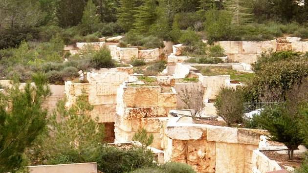 Zahrada zaniklých obcí v jeruzalémském památníku Jad Vašem připomíná také Krnov, Bruntál a Osoblahu, kde byly židovské náboženské obce smeteny při hrůzách holocaustu.