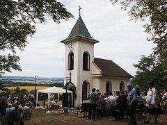 Kostely Osoblažska jsou půvabně rozeseté v krajině, ale teprve čekají, až je v širším měřítku objeví turisté a cyklisté. Nová naučná stezka povedou kolem kostelů a kaplí na české i polské straně. (Rusín)