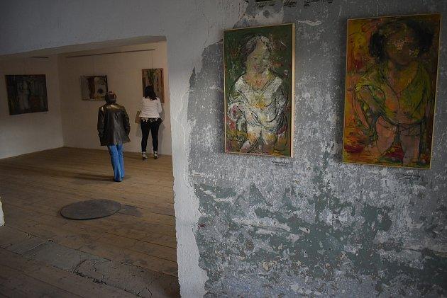 První postcovidová výstava vÚvalně na Rychtě  stojí za návštěvu. Malíř Tibor Červeňák je umělec světového věhlasu.