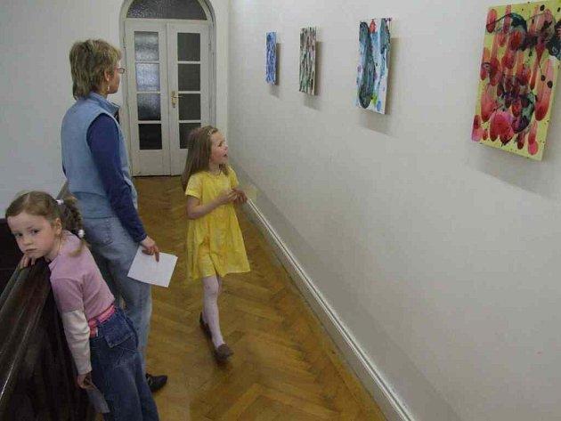 Jiří Georg Dokoupil v Krnově vystavuje také své slavné bublinové obrazy.