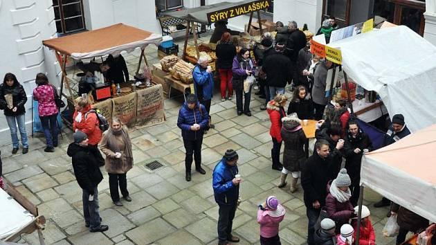 Nádvoří i komnaty linhartovského zámku ožijí 2. prosince oblíbeným jarmarkem.