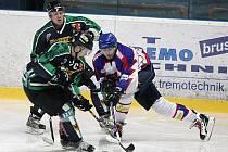 Hokejisté Horního Benešova zvítězili v letošním ročníku krajské ligy, teď je čeká baráž. Na snímku v souboji s Novým Jičínem, který Hornobenešovským pomohl vítězstvím nad Kopřivnicí.