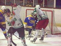 Vydřeného vítězství dosáhli hokejisté Horního Benešova, nebýt brankáře Kobera, tři body by neměli.