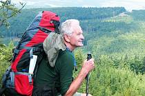 Turistickým snem Františka Kafky bylo obejít po etapách celou Českou republiku podél hranic. Čas si na to našel až v pětašedesáti letech jako čerstvý důchodce. Dnes je mu 72 let a má před sebou závěrečnou etapu.