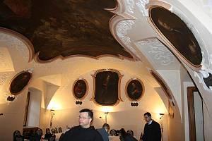 Františkánský řád Minoritů působí na Krnovsku téměř osm století. Přestože minoritské kostely a kláštery jsou památkami nedozírné hodnoty, turisté je téměř neznají.