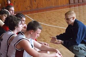 Juniorský tým basketbalistů vede Jan Kovařík.