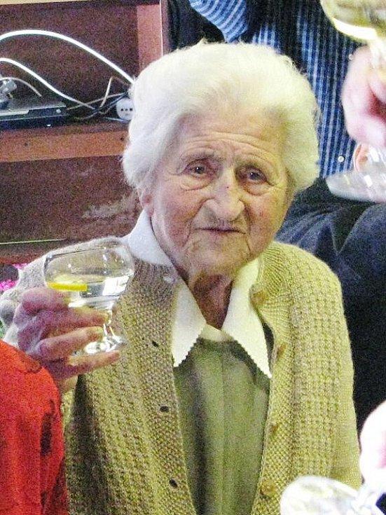 Berta Burešová už sto let slaví narozeniny ve stejný den jako T.G.Masaryk. Na oslavě v krnovské restauraci u Halfarů paní Burešová s čerstvou stovkou na krku zavzpomínala, jak jí T.G. Masaryk jako osmileté školačce podal ruku.