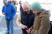 Miroslava Chmelařová (vpravo) by ráda nabízela informační manažer v Informačním centru a městské knihovně v Horním Benešově. Sama systém ozkoušela.