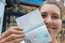 Michaela zažívá milé příhody téměř stále. Nejinak je tomu i při vyřizování víza do Barmy.