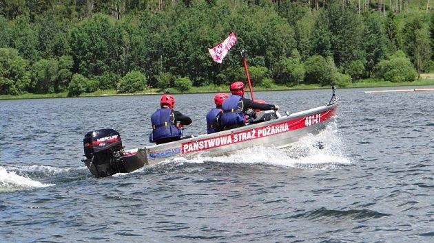 Vítězem prestižní soutěže ve vodním záchranářství Slezská Harta je tým profesionálních hasičů z Bruntálu. Stříbrní skončili jejich kolegové z Karviné a na třetím místě loňští vítězové policisté ze speciální pořádkové jednotky z Frýdku-Místku.