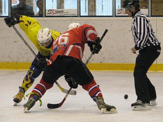 Z utkání 9. kola první juniorské ligy v Krnově. Třebíč zvítězil hladce 7:0, po závěrečné siréně se poprali gólmani.