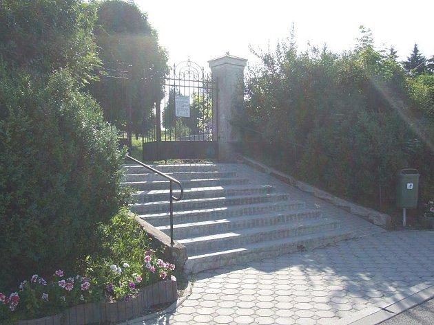 Hřbitov v Horním Benešově na Masarykově ulici.
