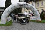 Konečnou zastávkou podhorské jízdy autoveteránů Trofeo Niké 2019 byla Karlova Studánka.