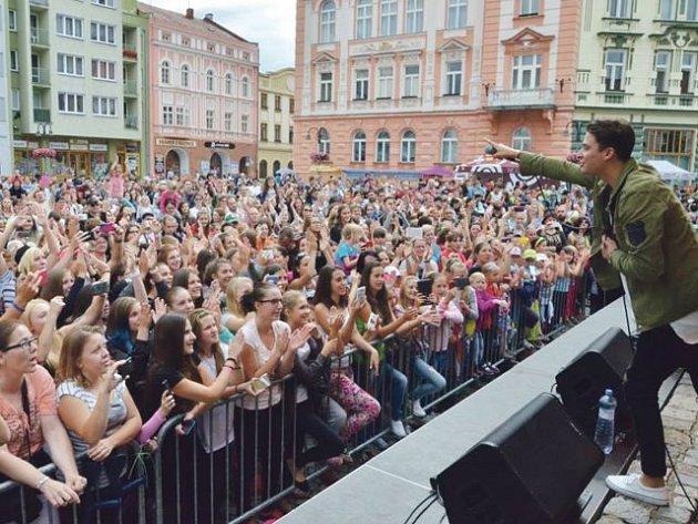 Tisíce lidí přilákala v sobotu 13. srpna 2016 na krnovské náměstí akce Dobré srdce Krnova.