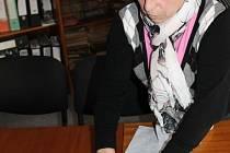 Povolení k vjezdu od bruntálské stavební firmy mají jen ti, kteří pracují v Bruntále na směny, a veřejná doprava, ukázala dokument starostka Václavova Jarmila Pavlíková.