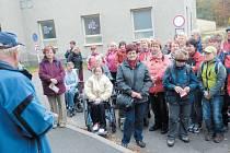 Krnovští turisté při Novoročním výstupu na Praděd a na Šelenburk podpořili sbírku, která pomohla postiženým poznat kouzlo turistiky. Nemohli chybět ani na slavnostním otevření stezky v Hrabyni.