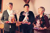 Nejlepší linecké cukroví pečou podle výsledků soutěže v knihovně zleva Truda Dudová, Soňa Dujčíková a Marie Lukešová.
