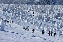 Poznáte, které snímky z výstupu na Praděd vznikly v okrese Bruntál a které v okrese Šumperk?