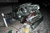 Auto připomínalo po havárii spíš zmačkanou kouli papíru, než dopravní prostředek. Škoda se vyšplhala do statisíců.