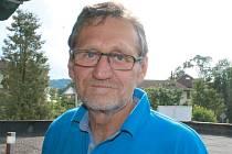 Jiří Hruboň z Hanušovic při červnové návštěvě rodného Bruntálu. Návštěvu zasvětil třídnímu srazu ze základní školy po padesáti letech.
