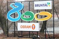 Kontroverzní logo. Řadě bruntálských obyvatel vadí, že je označení firmy Osram dominantnější, než nápis města Bruntálu.