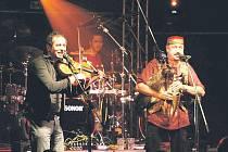 Poslední koncert skupiny Čechomor v Krnově byl beznadějně vyprodán během několika dní. Plný sál se dočkal poctivého koncertu. S vánočním vystoupením této formace to určitě nebude jiné, patří mezi opravdové profesionály.