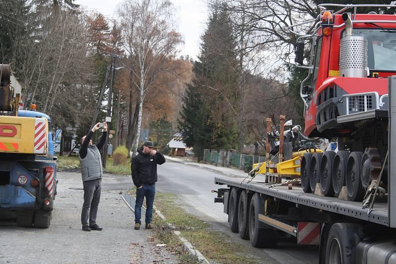 NOVÁ ROLBA za víc než čtyři miliony bude sloužit obci Malá Morávka k údržbě osmdesáti kilometrů běžeckých tras v Jeseníkách.