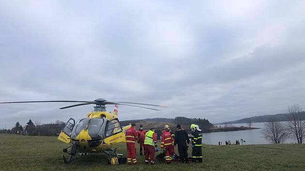 Týmy ZZS MSK zasahovaly v neděli 13. prosince u závažné události na Bruntálsku.Skupinka mužů se potápěla v přehradě, přičemž u dvou z nich došlo k technickým obtížím během ponoru pod hladinou.