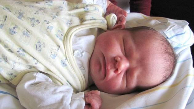 Jmenuji se ŠIMON WOLF, narodil jsem se 21. října. Při narození jsem vážil 3700 gramů a měřil 53 centimetrů. Moje maminka se jmenuje Hana Wolfová a můj tatínek se jmenuje Lubomír Wolf. Bydlíme v Městě Albrechticích.