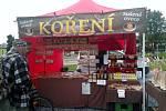První farmářský trh na vrbenském náměstí nabízel čerstvé potraviny, produkty regionálních farmářů i rukodělné a řemeslné výrobky českých výrobců a producentů.