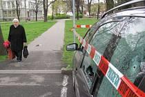 V úterý 15.dubna brzy ráno v Krnově střílel na auta parkující v Hřbitovní ulici. Ilustrační foto.