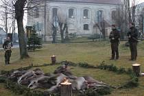 Na úlovky bohatý hon měli v sobotu 19. prosince myslivci v Andělské Hoře na Bruntálsku. A po společném lovu se patří vzdát poctu ulovené zvěři a poblahopřát úspěšným lovcům.