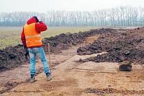 Práce na rozšíření průmyslové zóny Červený dvůr se po zimní přestávce zase rozběhly.
