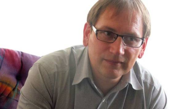 Michal Zezula má ke Krnovu blízký vztah. Těší ho, že lidé mají o historii Krnova velký zájem, celý náklad knihy byl v krátké době rozebrán a musel se připravit dotisk.