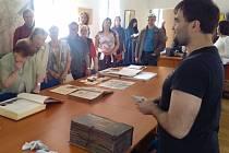 Textilnictví na Krnovsku už z velké části patří jen do historie. Pamětníci se přišli do krnovského archivu přesvědčit, co z této slavné éry zůstalo v archivech a muzeích.