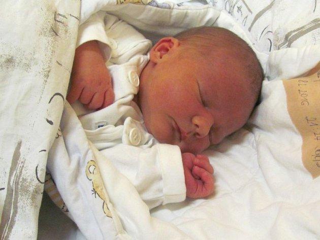 Jmenuji se TOBIÁŠ SEDLÁČÍK, narodil jsem se 8. února 2016, při narození jsem vážil 3620 gramů a měřil 52 centimetrů. Moje maminka se jmenuje Alžběta Samcová a můj tatínek se jmenuje Pavel Sedlačík. Bydlíme v Šumperku.
