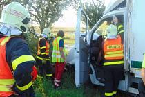 Zásah hasičů u autohavárie v Lesních Albrechticích.