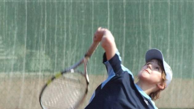 Tenisovou sezonu na krnovských kurtech odstartoval okresní přebor mládeže.