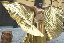 Orientální tanečnice s hady Kaira Sabah.