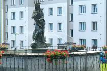 Kašna se sochou Neptuna je dominantou náměstí už více jak sto padesát let.