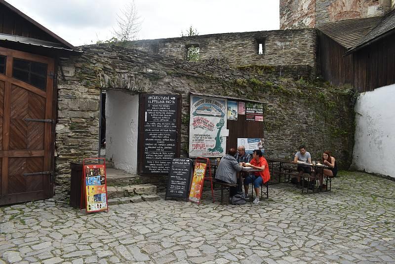 Pod Jiříkov spadají také místní části Kněžpole, Křížov, Sovinec a Těchanov.