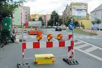 Oprava si vyžádala uzavření výjezdu z okružní křižovatky na Jesenické ulici.
