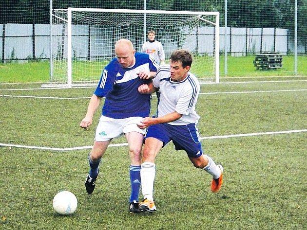 Zajímavé přípravné utkání mezi Slavojem Bruntál a Jiskrou Rýmařov na bruntálské umělé trávě skončilo uplynulou neděli vítězstvím domácích fotbalistů Slavoje.