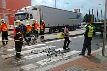 Nákladní automobil na Opavské ulici v Krnově srazil cyklistu na přechodu. K události došlo ve čtvrtek 14. června 2012 po půl třetí odpoledne.