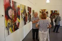 Linhartovský zámek představil obrazy Martiny Rožanské, práce členů skupiny ANIMA VIVA a polských fotografů.