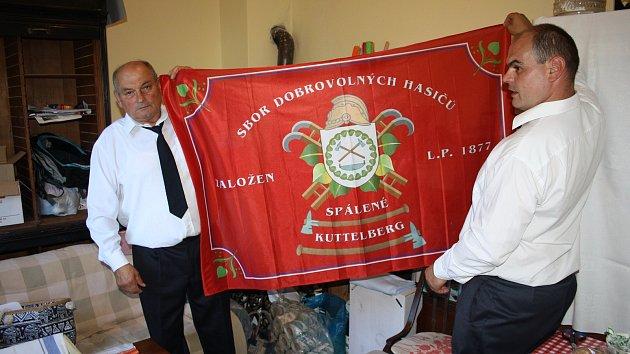 Dobrovolní hasiči v Holčovicích Spáleném uspořádali v sobotu 5. srpna slavnost, při které jim kněz požehnal prapor. Slavili 140 let od založení první hasičské jednotky ve své obci.