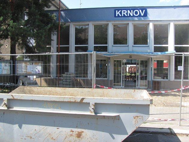 Stanice Krnov Hlavní nádraží rychle mění svůj vzhled.